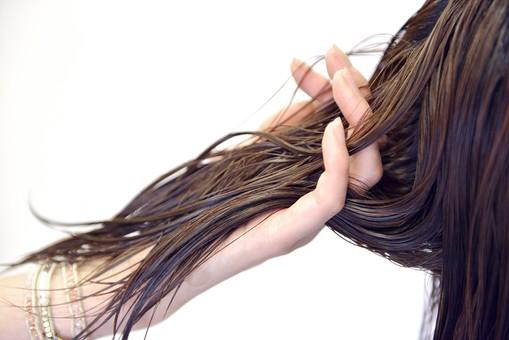 髪の毛がサラサラになる方法!美容室でのデトックスケアが大切な理由とは?